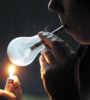 how to smoke out of a light bulb i don t understand why dmt is smoked this way 555